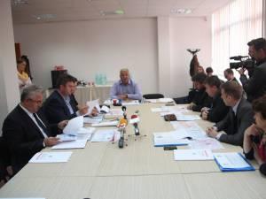Întâlnirea dintre autorităţile din cele două judeţe a avut loc la Centrul Economic Bucovina