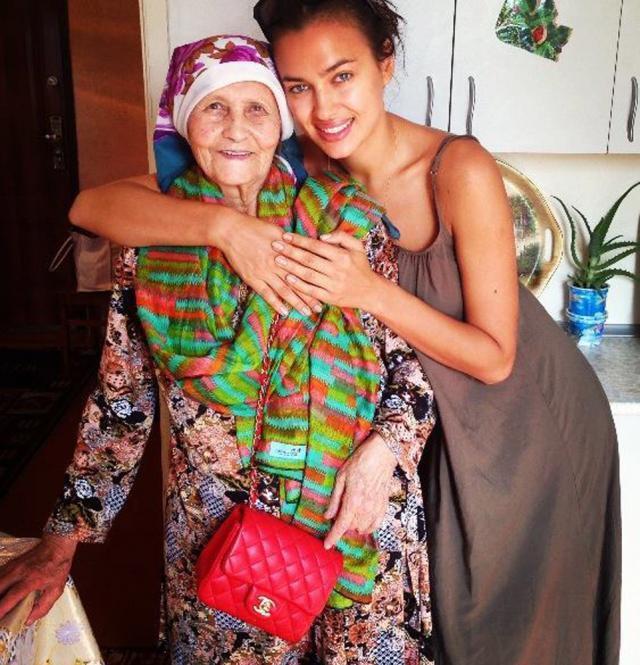 Irina Shayk pozează alături de bunica sa