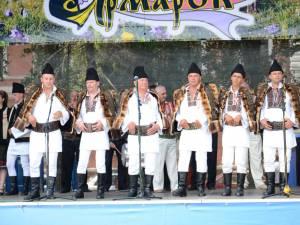 """Grupul folcloric""""Piatra Șoimului"""" din Câmpulung împlinește şase ani de activitate"""
