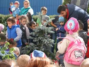 """Grupa de preşcolari """"Isteţii"""" de la Grădiniţa """"Lizuca"""" din Fălticeni au sărbătorit Ziua Internaţională a Păcii"""
