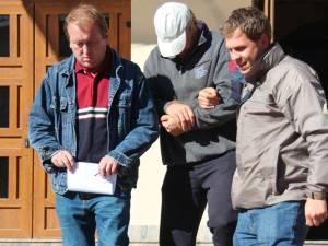 Vasile Puiu Hriţuc scos de politişti din clădirea Palatului de Justiţie