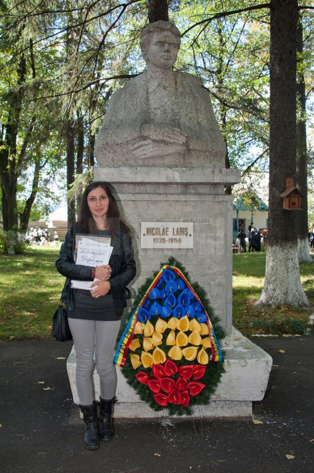 """Pe lângă Marele premiu al Festivalului naţional de poezie """"Nicolae Labiş"""", Alexandra Alina Negru, a primit şi premiile revistelor """"Viaţa Românească"""" şi """"Bucovina Literară"""""""