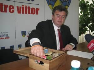 """Preşedintele Consiliului Judeţean Cătălin Nechifor a lansat luni conceptul """"Lada de zestre"""""""
