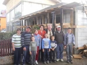 Femeile liberale au dus ajutoare familiilor din Cornu Luncii rămase fără case în urma unui incendiu