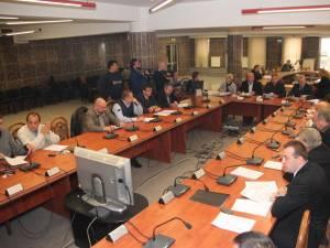 Împunsăturile dintre consilierii locali, verbale, dar usturătoare, s-au făcut simţite pe parcursul întregii şedinţe