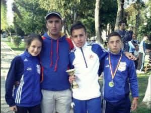 Cristian Prâsneac, alături de sportivii săi după premierea de la Crosul Loteriei Române