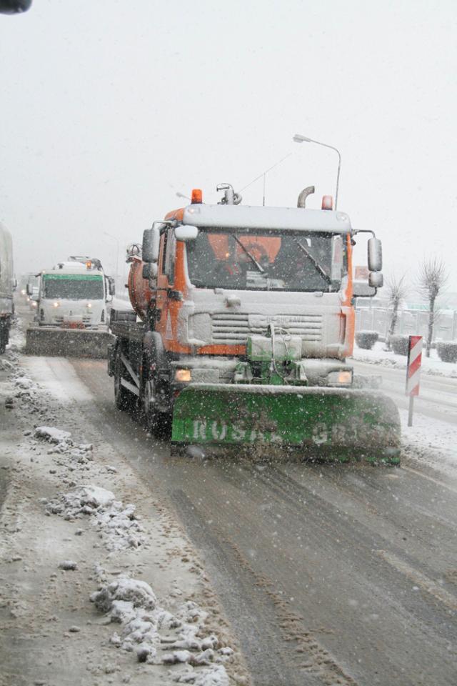 Drumarii au intervenit pentru a îndepărta zăpada în pasurile Palma, Mestecăniş şi Tihuţa