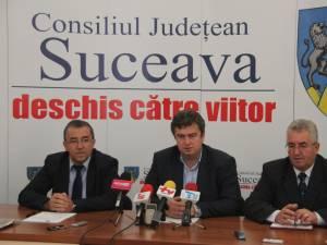 Prefectul Florin Sinescu, preşedintele Consiliului Judeţean, Cătălin Nechifor, şi primarul Sucevei, Ion Lungu