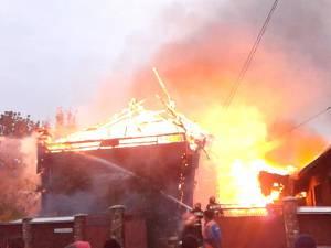 Casa viceprimarului din Fântâna Mare, mistuită de un incendiu violent