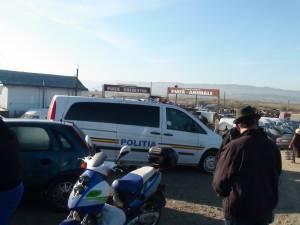 Aproape 20 de poliţişti au descins ieri dimineaţă în piaţa de la Vereşti