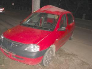 Autoturismul în care se aflau cei patru tineri s-a izbit violent de un stâlp de beton. Foto: Daniel NEAGU