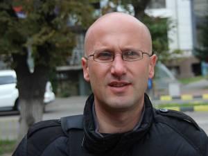 """Adrian Botezatu: """"Scăderea celor de la USL este firească, după ce au fost la guvernare un an şi jumătate, iar aşteptările populaţiei nu au fost satisfăcute"""""""