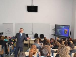 Specialiștii BNR au vorbit despre bani și bănci pe înțelesul elevilor