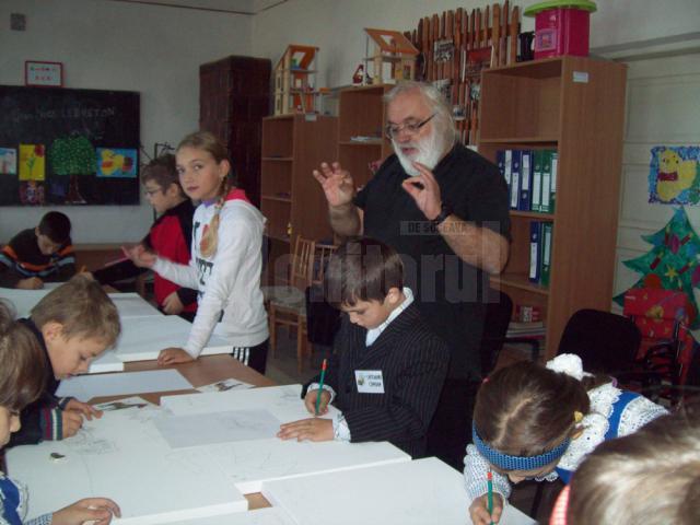 O delegație din Franța susține lecții de pictură pentru copiii din comuna de pe valea Bistriței