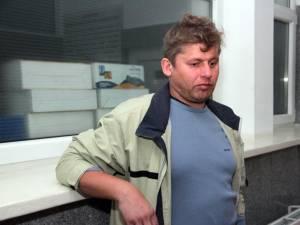Comisarul Marcel Tiberiu Sfichi este acuzat că a încercat să fugă de la faţa locului, chiar din maşina colegilor lui trimişi să investigheze împrejurările în care s-a produs evenimentul rutier
