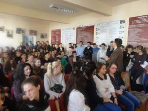 """120 de elevi de la Colegiul Tehnic """"Mihai Băcescu"""" Fălticeni au participat la un concurs de desene, postere şi machete"""