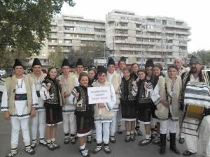 """Ansamblul folcloric """"Stejărelul"""" din Cajvana"""