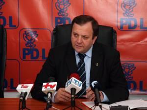 """Gheorghe Flutur: """"Continuăm să spunem că USL îşi bate joc de suceveni şi a condamnat judeţul Suceava şi Nordul ţării la izolare"""""""