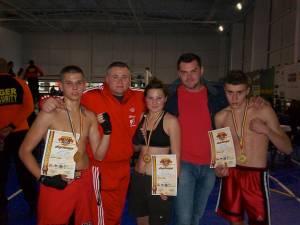 Cei trei sportivi medaliați, alături de antrenorul Nicolae Moroșan și Lucian Săndulescu, cel mai important susținător din toate punctele de vedere al clubului Devencea Suceava