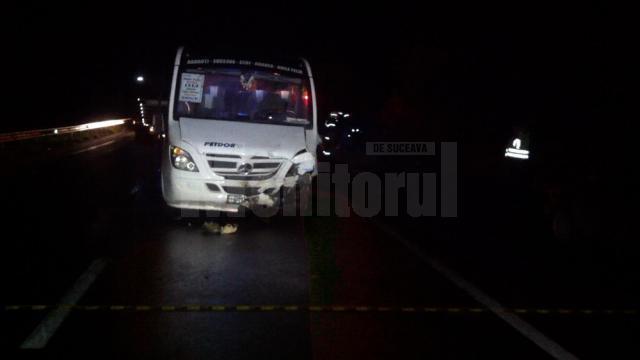 Autoturismul Matiz s-a izbit violent în microbuzul ce venea din sens opus