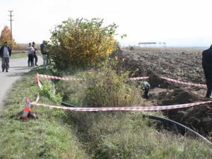 Peste o sută de bombe de aviaţie şi proiectile, găsite la marginea unui drum judeţean