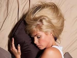 Creierul utilizează somnul din timpul nopţii pentru a elimina toxinele reziduale acumulate pe parcursul unei zile solicitante