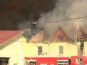 Clădirea de birouri a unei firme din Frasin a fost cuprinsă de un puternic incendiu
