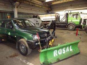 Maşinile de teren dotate cu lamă si sărăriţă din SUA, noile arme ale Rosal în lupta cu zăpada şi gheţuşul de pe străzi