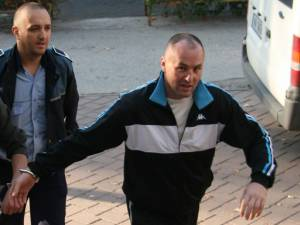 După ore întregi de audieri, Max Croitoru a fost lăsat să plece acasă, fiind cercetat în stare de libertate