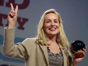 Sharon Stone, recompensată de laureaţi ai premiului Nobel pentru pace, pentru lupta împotriva SIDA