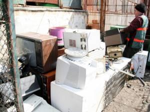 În Suceava vor fi deschise astăzi, 26 octombrie, cinci puncte de colectare, unde cetăţenii pot aduce deşeurile electrice şi electronice de care doresc să se debaraseze
