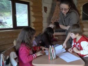 Pentru învăţătoarea din sat, şcoala sau acasă, serviciu sau cămin, au devenit sinonime