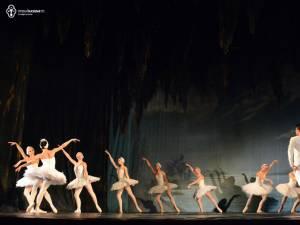 """Spectacolul de balet """"Lacul Lebedelor"""", pe scena Casei de Cultură"""
