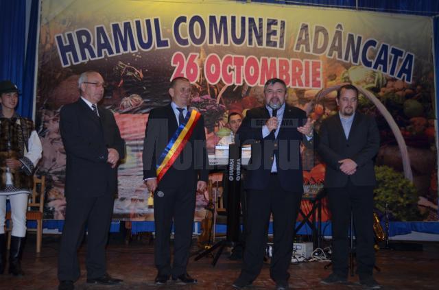 Lansare de carte, inaugurarea unei săli de calculatoare și spectacole de Hramul comunei Adâncata