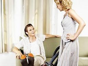 Oamenii au tendinţa să considere că treburile casnice îi ajută să slăbească, fapt neadevărat. Foto: CORBIS