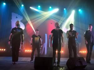 Trupa Bere Gratis a ridicat în picioare publicul din Suceava. Foto: Alex Sofian