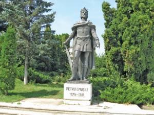 Statuia lui Petru I Muşat