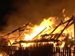 Donaţii de 30.000 de lei după slujba de duminică, pentru refacerea unei case distruse de un incendiu
