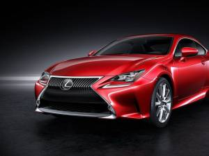 Lexus introduce noul coupe RC