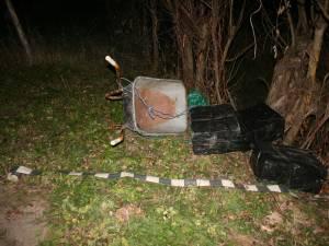 Luni seară, lucrătorii de la graniţă au descoperit un transport ilegal de ţigări care se făcea cu o roabă