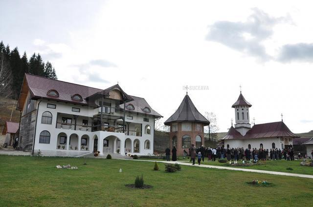 Liturghie arhierească la Mănăstirea Secrieş – Moldoviţa