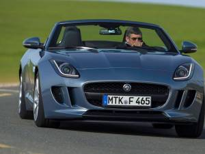 Jaguar va lansa luna aceasta rivalul lui Porsche 911