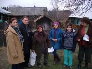 Bătrânii din Ilişeşti au primit pachete de Moş Nicolae