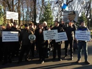 Democrat-liberalii suceveni au protestat împotriva Guvernului USL în faţa Palatului Administrativ