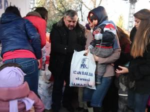 Copiii suceveni au primit daruri de la deputatul Ioan Balan