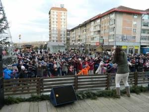 Circa 300 de elevi au fost antrenaţi într-un dans sincron