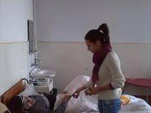 Căminul pentru persoane vârstnice din oraşul Solca, vizitat de elevi din localitate
