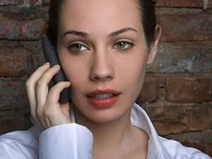 În loc să îi facă pe oameni să se simtă mai aproape de prieteni, telefonul mobil le creştea gradul de anxietate Foto: Corbis