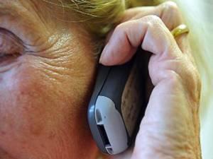 Poliţiştii recomandă să manifestaţi prudenţă în cazul în care primiţi un astfel de telefon şi să nu daţi curs respectivelor solicitări Foto: Corbis