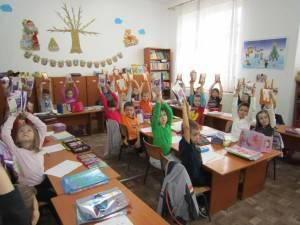 Costel Babiuc a adus daruri tuturor copiilor din şcolile şi grădiniţele rădăuţene